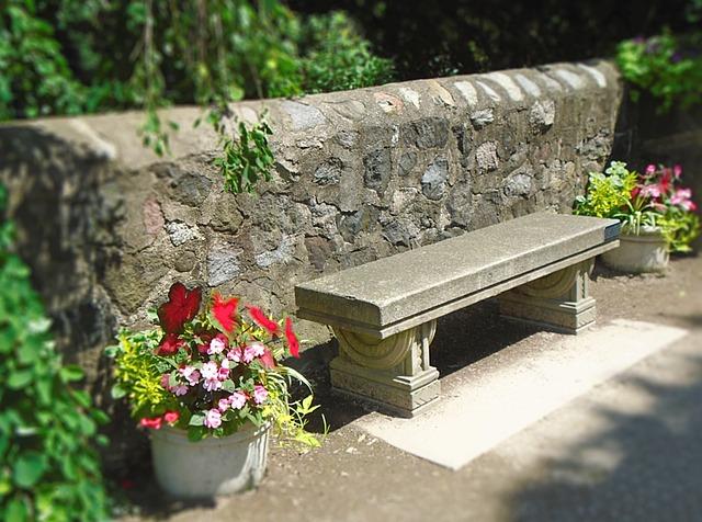 kamenná lavička