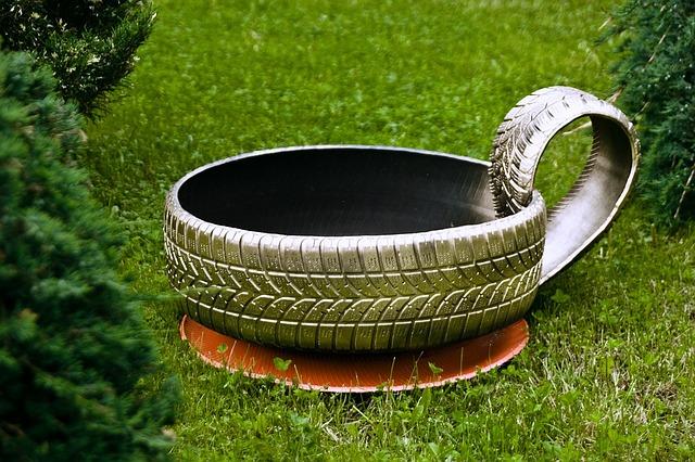 květináč ze staré pneumatiky
