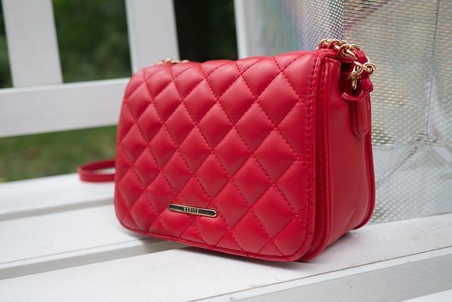 kabelka červené
