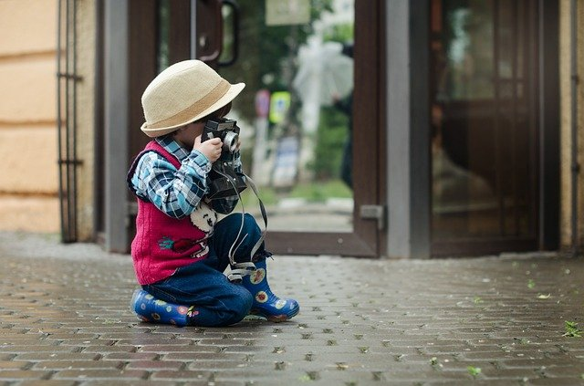 chlapec a klobouk