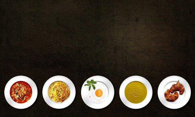 jídla na talíři