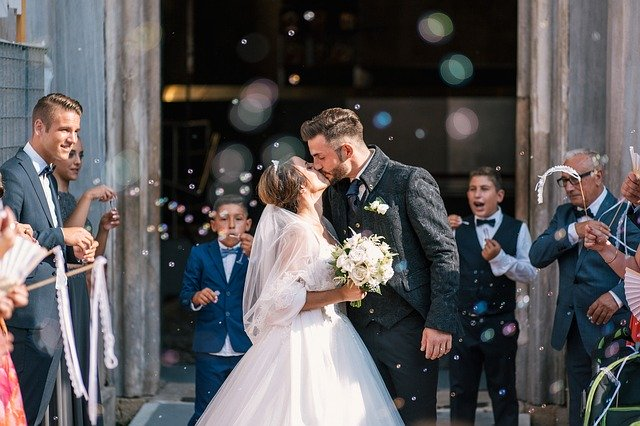 novomanželský pár